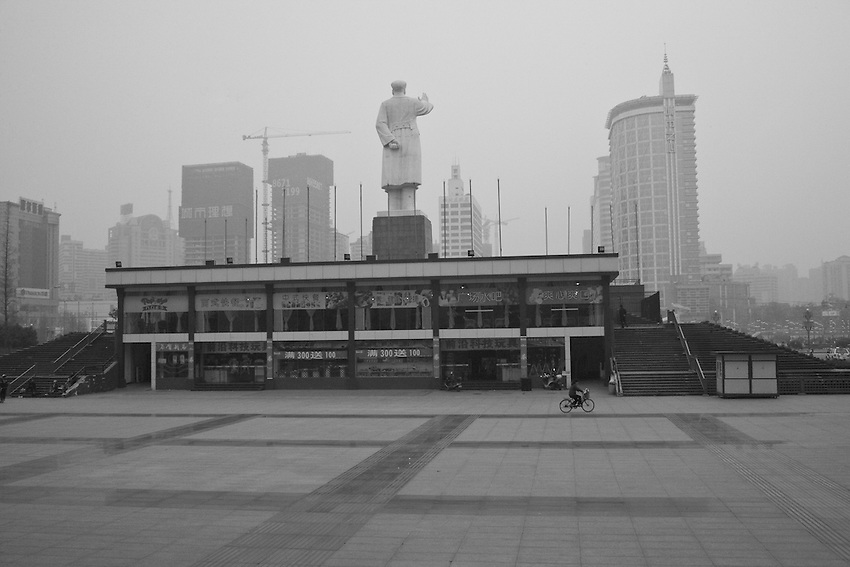The giant statue of Mao Zedong on the People's Place of Chengdu, capital of the Sichuan province. Sichuan is one of the richest and rapidly developing provinces of China. In the background new building under construction.