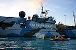 Anti-gas kayakers support Sea Shepherd's Steve Irwin.<br />