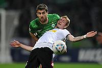 FUSSBALL   1. BUNDESLIGA   SAISON 2011/2012   30. SPIELTAG SV Werder Bremen - Borussia Moenchengladbach    10.04.2012 Sokratis Papastathopoulos (li, SV Werder Bremen) gegen Marco Reus (re, Borussia Moenchengladbach)