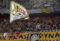 4. November 2011: Duesseldorf, Esprit-Arena: Fussball 2. Bundesliga, 14. Spieltag: Fortuna Duesseldorf - SG Dynamo Dresden: Dresdens Fans feuern ihr Team an.
