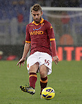 Calcio, Serie A: Roma vs Udinese. Roma, stadio Olimpico, 28 ottobre 2012..AS Roma midfielder Daniele De Rossi in action during the Italian Serie A football match between AS Roma and Udinese, at Rome, Olympic stadium, 28 October 2012..UPDATE IMAGES PRESS/Riccardo De Luca