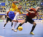 Fussball  International  FIFA  FUTSAL WM 2008   19.10.2008 Finale Brasilien - Spanien Brazil -  Spain Javi Rodriguez (re, ESP) Marquniho (BRA)
