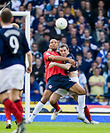 David Weir hauls back John Carew