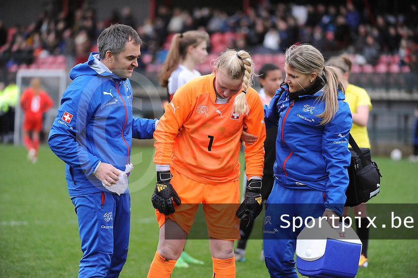 20160211 - TUBIZE , BELGIUM : Switzerland's goalkeeper Fiona Flühler with an injury pictured during the friendly female soccer match between Women under 17 teams of  Belgium and Switzerland , in Tubize , Belgium . Thursday 11th February 2016 . PHOTO SPORTPIX.BE DIRK VUYLSTEKE