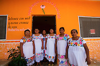The women from the association Ah Mucen Kab in front of their store, in the village of Icheck.