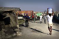 Terremoto en Haiti. Cite Soleil, uno de los barrios mas conflictivos y peligrosos de Puerto Principe, tambien fue uno de los mas afectados por el terremoto..After quake in Haiti, the population affected suffer the consecuences of the disaster