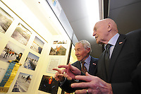 SCHAATSEN: HINDELOOPEN: Schaatsmuseum, 18-01-2013, Elfstedenreünie van de Elfstedentocht van 1963, winnaar Reinier Paping en Jan Uitham bekijken de foto's, ©foto Martin de Jong