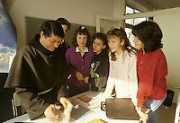 Milano: Scuola Superiore Cattolica. Studenti in aula durante una lezione.<br /> Milan: Catholic High School. Students in the classroom during a lesson.
