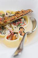 Europe/France/Corse/2B/Haute-Corse/ Lumio:Pates farcies aux coquillages, piquillos et légumes recette  d' Olivier Lozac'h du  Restaurant: Chez Charles