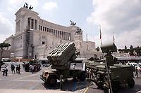 Roma 4  Maggio 2011. Mezzi militariin piazza Venezia per i 150° dell'anniversario della costituzione dell'Esercito Italiano..