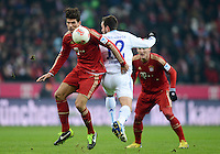 FUSSBALL   1. BUNDESLIGA  SAISON 2012/2013   21. Spieltag  FC Bayern Muenchen - FC Schalke 04                     09.02.2013 Mario Gomez (li, FC Bayern Muenchen) gegen Marco Hoeger (re, FC Schalke 04)