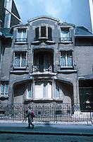 Hector Guimard: 60 Rue La Fontaine, Paris. 1910-11. Photo '90.