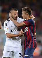 FUSSBALL  INTERNATIONAL  PRIMERA DIVISION  SAISON 2013/2014   10. Spieltag  El Clasico   FC Barcelona - Real Madrid         26.10.2013 Neymar (li, Barca) umarmt Jese Rodriguez Ruiz (Real Madrid)