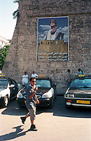 Libyan Arab Jamahiriya   .Tripoli       June 2002.The taxi station on the Green square..Libia Tripoli  Giugno 2002.La Medina,   La stazione dei taxi