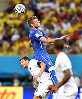 FUSSBALL WM 2014  VORRUNDE    Gruppe D     England - Italien                         14.06.2014 Steven Gerrard (li, England) gegen Ciro Immobile (re, Italien)