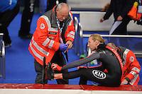SPEED SKATING: INZELL: 04-12-2015, Max Aicher Arena, ISU World Cup, diepe vleeswond voor Ted-Jan Bloemen (CAN), ©foto Martin de Jong