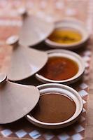 Afrique/Afrique du Nord/Maroc/Province d'Agadir/Tighanimine Elbaz: <br /> l'amlou  en premier plan, p&acirc;te &agrave; tartiner &agrave; base d'huile d'argan et de miel c'est le Nutella marocain &agrave; la Coop&eacute;rative f&eacute;minine de Tighanimine Elbaz