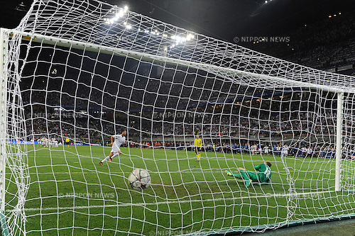 Cristiano Ronaldo (Real), MAY 28, 2016 - Football / Soccer : Cristiano Ronaldo of Real Madrid scores the penalty shoot-out to win the UEFA Champions League final match between Real Madrid 1(5-3)1 Atletico de Madrid at Stadio Giuseppe Meazza San Siro in Milan, Italy. (Photo by aicfoto/AFLO)