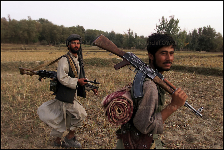 Mujahideen walk towards the frontline close to the Amu Darya river near the village of Dasht-e-Qala, Takhar Province.<br />