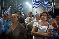 Elezioni in Grecia. Atene, manifestazione conclusiva di Nea Democratia in Piazza Sintagma 15 giugno 2012. Manifestanti con le bandiere della Grecia.