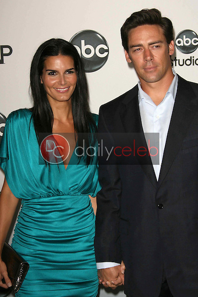 Angie Harmon and Jason Sehorn<br />at the 2007 ABC All Star Party. Beverly Hilton Hotel, Beverly Hills, CA. 07-26-07<br />Dave Edwards/DailyCeleb.com 818-249-4998