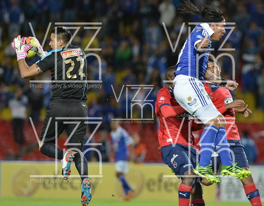 BOGOTÁ -COLOMBIA, 04-08-2013. Dayro Moreno (D) de Millonarios trata de ganar el balon a Andres Castellanos (I) del Medellín durante partido válido por la segunda fecha de la Liga Postobón 2013-1 jugado en el estadio el Campín de la ciudad de Bogotá./ Millonarios Player Dayro Moreno (R) tries to win the ball to Medellin player Andres Castellanos (L) during match valid for the 2th date of the Postobon  League II 2013 played at El Campin stadium in Bogotá city. Photo: VizzorImage/STR