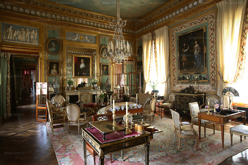 French interior decorator jacques garcia and his chateau for Salon du design paris