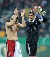 Fussball DFB Pokal:  Saison   2011/2012  2. Runde  26.10.2011 FC Bayern Muenchen - FC Ingolstadt 04 Anatoliy Tymoshchuk, Torwart Hans Joerg Butt (v. li., FC Bayern Muenchen)