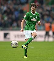 FUSSBALL   1. BUNDESLIGA   SAISON 2013/2014   9. SPIELTAG SV Werder Bremen - SC Freiburg                           19.10.2013 Santiago Garcia (SV Werder Bremen) am Ball