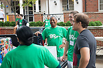 President and First Lady McDavis greet parents and students during move- in on East Green. Photo by Ben Siegel