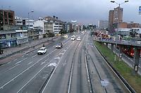 BOGOTÁ - COLOMBIA 04-02- 2016: La Avenida Cuidad de Quito en Bogotá, hoy durante el primer Día sin Carro 2016. Ciudad of Quito Avenue in Bogota today during the first Car Free Day in Bogotá 2016. Photo: VizzorImage / Gabriel Aponte / Staff