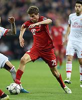 FUSSBALL CHAMPIONS LEAGUE  SAISON 2015/2016 VIERTELFINAL HINSPIEL FC Bayern Muenchen - Benfica Lissabon         05.04.2016 Thomas Mueller (FC Bayern Muenchen) am Ball