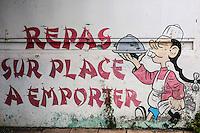 France, île de la Réunion, Saint-Benoît, mur peint, enseigne d'un petit restaurant  //  France, Reunion island (French overseas department), Saint Benoit, painted wall, teaches a small restaurant