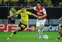 FUSSBALL   CHAMPIONS LEAGUE   SAISON 2011/2012  Borussia Dortmund - Arsenal London        13.09.2001 Kevin GROSSKREUTZ (li, Dortmund) gegen Yossi BENAYOUN (re, Arsenal)