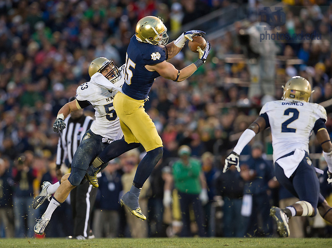 Nov. 2, 2013; Tight end Troy Niklas (85) catches a pass against Navy.<br /> <br /> Photo by Matt Cashore