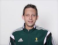 FUSSBALL Fototermin FIFA WM Schiedsrichterassistenten 09.04.2014 Mark BORSCH (Deutschland)