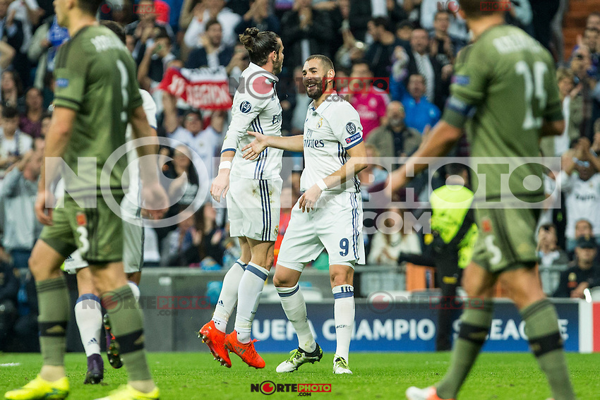 Real Madrid's Garet Bale Real Madrid's Karim Benzema during the match of UEFA Champions League group stage between Real Madrid and Legia de Varsovia at Santiago Bernabeu Stadium in Madrid, Spain. October 18, 2016. (ALTERPHOTOS/Rodrigo Jimenez) /NORTEPHOTO.COM