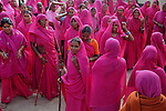 Gulabi Gang - The saviour of the poor