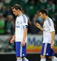 FUSSBALL   1. BUNDESLIGA   SAISON 2011/2012    5. SPIELTAG VfL Wolfsburg - FC Schalke 04                                  11.09.2011 Enttaeuschte Schalker nach dem Abpfiff: Benedikt HOEWEDES (li) und Marco HOEGER (re)