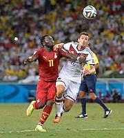 FUSSBALL WM 2014  VORRUNDE    GRUPPE G     Deutschland - Ghana                 21.06.2014 Miroslav Klose (re, Deutschland) gegen Sulley Ali Muntari (li, Ghana)
