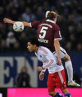 FUSSBALL   1. BUNDESLIGA   SAISON 2011/2012    11. SPIELTAG Hamburger SV - 1. FC Kaiserslautern                          30.10.2011 Paolo GUERRERO (li, Hamburg) gegen Florian DICK (re, Kaiserslautern)