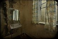 Mirror and basin, abandoned asylum