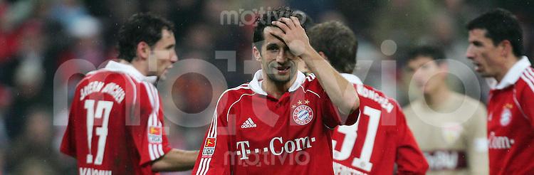 Fussball Bundesliga FC Bayern Muenchen - VFB Stuttgart Hasan SALIHAMIDZIC (FCB), Enttaeuschung, enttaeuscht, niedergeschlagen, ratlos, fragend, Trauer, trauernd, negativ, Emotion, betruebt, Leid, pessimistisch, Reaktion..