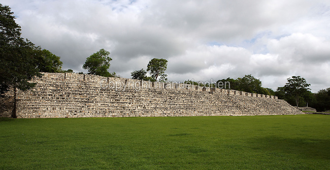 Nohochná ?The Big House?, four long halls with openings between thick square columns, Puuc architectural style, Late Classic Period, 600 - 900 AD, Edzna, Campeche, Mexico. Building used for administrative tasks; wideness of the staircase suggests a possible second use as benches for spectators during special events in the Main Plaza. Picture by Manuel Cohen