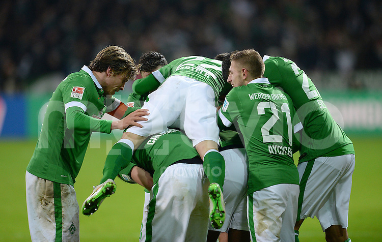 FUSSBALL   1. BUNDESLIGA   SAISON 2014/2015   15. SPIELTAG SV Werder Bremen - Hannover 96                         13.12.2014 Clemens Fritz, Fin Bartels und Levent Aycicek (v.l., alle SV Werder Bremen) jubeln nach dem 2:1