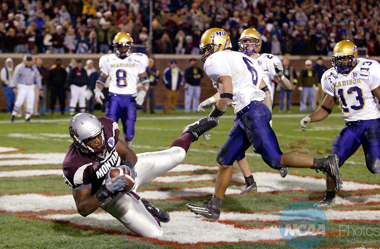 17 DEC 2004:  Tight end Willie Walden (87) of Montana University makes a diving touchdown reception against  James Madision during the Division 1-AA Men's Football Championship held at Finley Stadium in Chattanooga, TN.  James Madison defeated Montana 31-21 for the national title.  Jamie Schwaberow/NCAA Photos