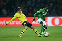 FUSSBALL   1. BUNDESLIGA   SAISON 2012/2013    18. SPIELTAG SV Werder Bremen - Borussia Dortmund                   19.01.2013 Nuri Sahin (li, Dortmund) gegen Joseph Akpala (re, SV Werder Bremen)