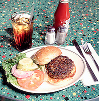 HAMBURGER &amp; COLA<br />