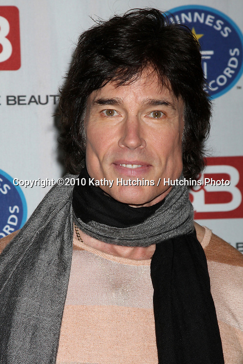 """Ronn Moss.Guinness World Records®  presents THE BOLD AND THE BEAUTIFUL with the certification as the  """"Most Popular Daytime TV Soap - Current..Bold & Beautiful Set, Stage 31, CBS Televsion CIty.Los Angeles, CA.May 18, 2010.©2010 Kathy Hutchins / Hutchins Photo.."""
