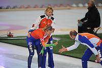 SCHAATSEN: HAMAR: Vikingskipet, 12-01-2014, Essent ISU European Championship Allround, 5000m Ladies, Marianne Timmer (trainer/coach Team LiGA), Yvonne Nauta (NED) wordt gefeliciteerd door Gerard Kemkers (TVM Schaatsploeg), ©foto Martin de Jong